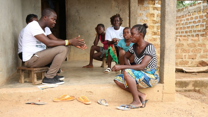 Community councillors doing education outreach with Ebola survivors, about combatting stigma. André Smith/Internews